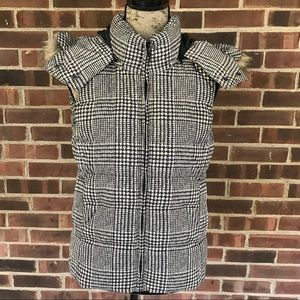 Like new Uniqlo printed down vest with hood